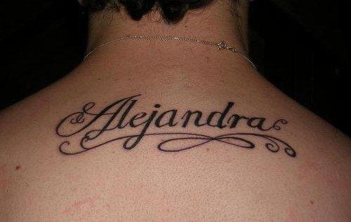 busca un profesional del diseo del dibujo o un tatuador que tenga la facultad de crear letras para que tu tatuaje sea original y nico